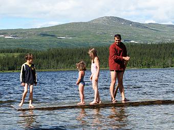 Familjen Möller Skog på Norrlandsturné på äventyr